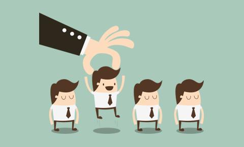 4 مدراء يستعدون لمنصبٍ واحد شاغر؟ فمن ستختاره الشركة - فن التفويض